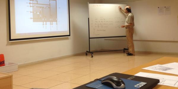 En aula organizando un próximo montaje en Taller